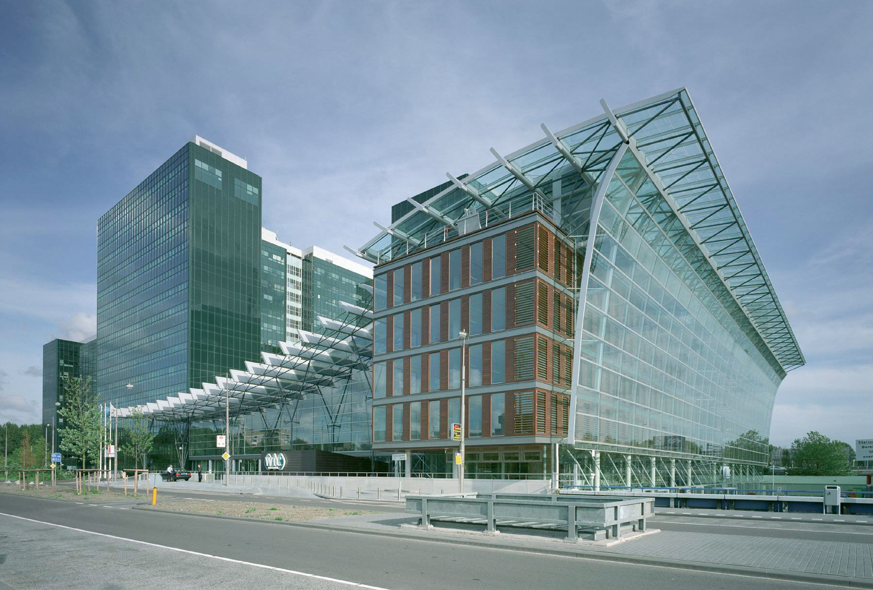 Wtc renthouse international for Design consultancy amsterdam